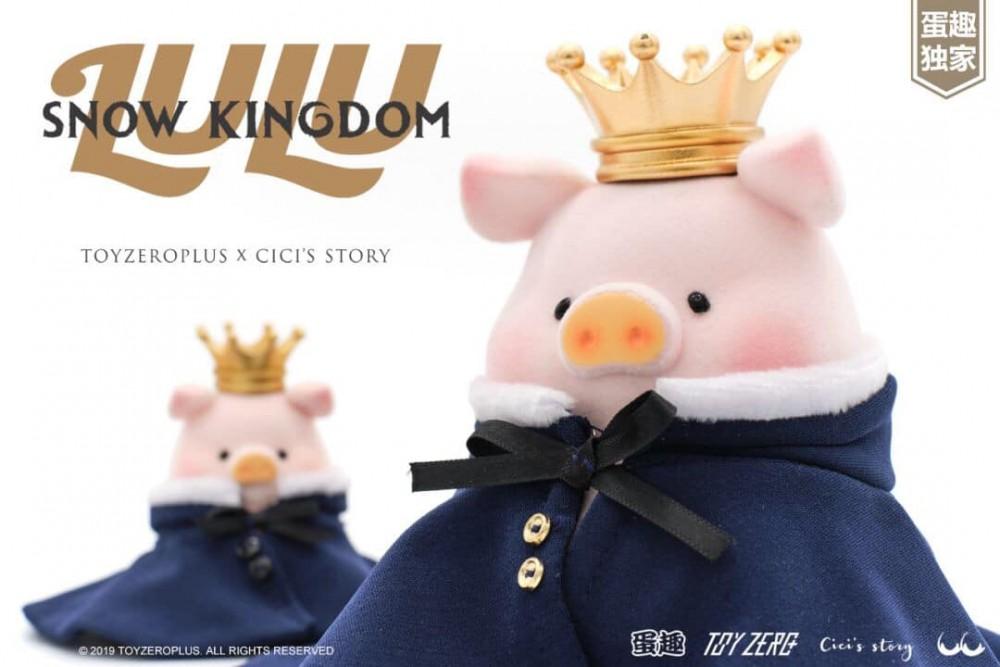 雪之王子款的王子小豬帶著亮晶晶的皇冠,再披上了柔軟的寶藍色披風