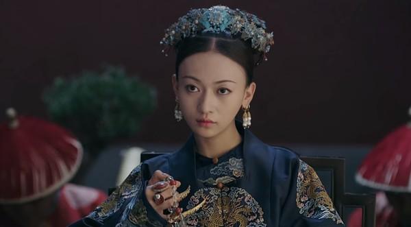 媽媽魏瓔珞似乎看穿「昭華公主」的感情糾葛,意圖阻止昭華與福康安