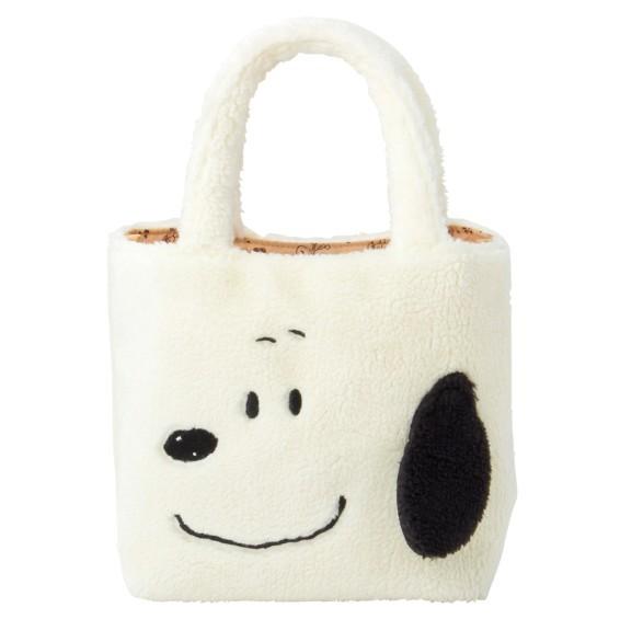 除了水桶袋外,還有毛茸茸的小手提袋,一樣推出了兩個款式