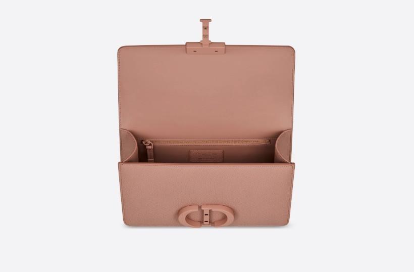 手袋尺寸為25 x 16.5 x 8厘米,已經非常足夠去容納女生的必需品小物