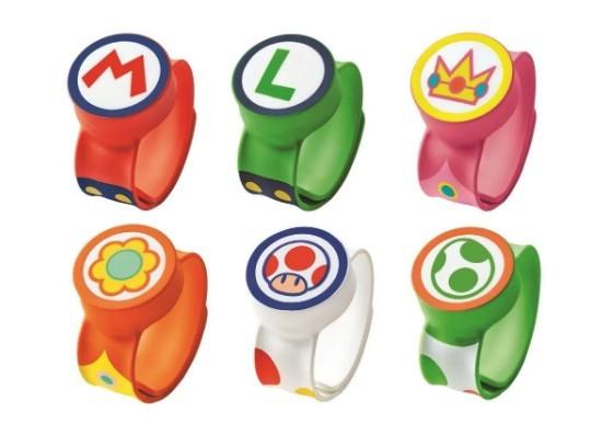 只要先下載日本環球影城的App,並在園區內購買「力量提升手環」, 戴上手環再與手機App連線後,就能在園區內變身Mario體驗《超級瑪利歐》的世界!