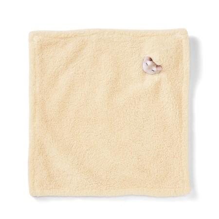 這個倉鼠毛巾是一條米黃色的方形毛巾,米黃色的取色是想仿飼養倉鼠必備的木槺,而摸起來膨鬆柔軟,而且長毛質料吸水性極佳。