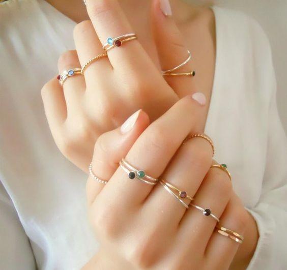 最近在日本就瘋傳一篇「戒指開運法則」,原來把戒指戴到每隻手指都有不同的意思,戴對的話可以讓你更事半功倍