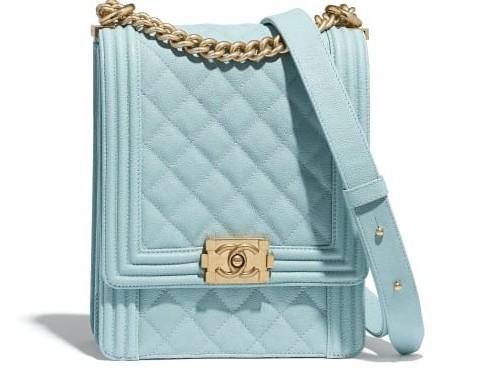 手袋的金屬扣環顯得落落大方,不用過多的裝飾,只要配上Chanel經典菱格紋的設計,就能展現出Chanel的時尚魅力!