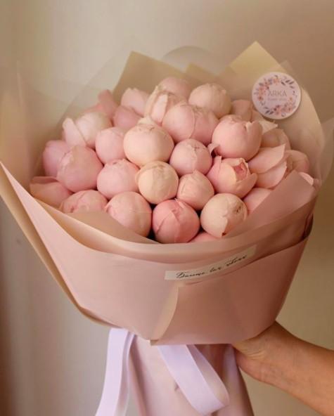 波波芍藥花一大束札起來超有氣派,而且這種淡淡的粉色系甜美又不會過份艷麗,很適合氣質女生!!