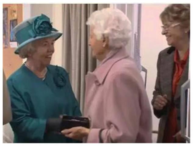 【英國王室】英女王「御用替身」曝光!Ella Slack 30年零報酬