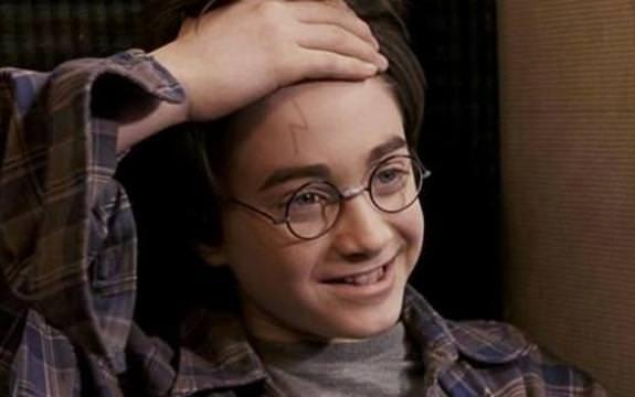 哈利波特額頭上的傷痕是閃電的原因