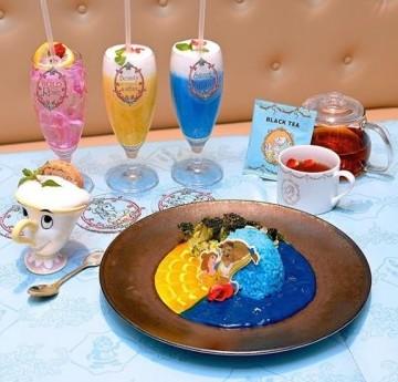 日本的Oh My Cafe 經常和迪士尼角色做期間限定的活動。不定時的聯乘會有不同的角色主題!整間Cafe都會佈置到超美,讓人置身於夢幻故事當中,過往就有冰雪奇緣和美女與野獸的主題辦過,反應超級熱烈。