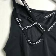 在胸口的橡筋帶有兩個Chanel logo,交叉背帶而且小露背,低調性感,更有些令人目不轉睛的detail位,好精緻!