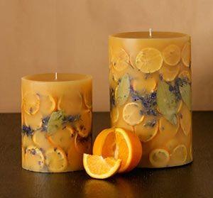 乾花蠟燭-其實也有人放進水果,咖啡豆和松果之類的裝飾品,令看起來有超清新的風格!如果想要蠟燭變色的話,在最後的步驟加入天然色素就可以了!