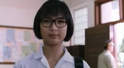 說到盧敏儀,相信90、00後對她都不熟悉,其實她早在80年代加入無綫,當時擔任主持《勁歌金曲》、台慶等綜藝節目等,也拍過不少無綫劇集,後來1997年婚後息影。