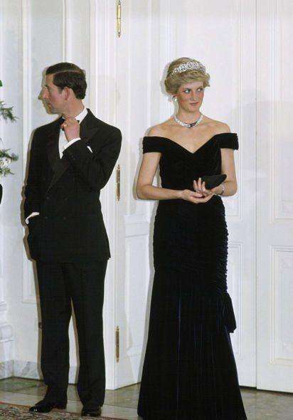 戴安娜王妃和查理斯王子終結束了這段痛苦的婚姻,兩人的離婚協議也被刊登於多份報紙頭版上,在外人眼中也許感到惋惜
