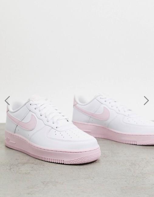 牛奶霧粉x雲白,溫柔百搭氣質配色!2020必買粉紅底Nike Air Force 1!