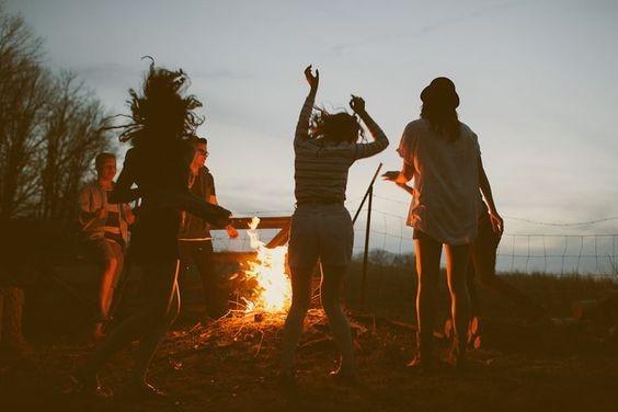 週末不是太累也要避免留在家裏做宅女!舉辦一些有趣的活動跟值得見面的朋友和愛人相見也是很好的活動!在有益的朋友身邊,除了可以增長自己的價值還可以讓心底的煩惱一掃而空,增進感情!約出來除了是單調的吃一頓飯然後談天以外,還可以追求有儀式感的聚會。特別一點的活動都會讓氣氛變好,而且是製造美好回憶的機會。