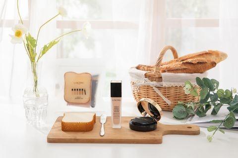 2020新出的專櫃底妝產品都很有賣點,不少品牌也重點推出了一些裸光零粉感透薄妝感的粉底。幾個品牌都紛紛搶著推出造型極有賣點,樣子特別又好用的粉底
