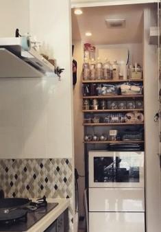 箱子和櫃子也最好分類清晰,固定的位置讓頭腦更清晰。特別是廚房和化妝台,這些很多工具的地方,就必須用這個方法收納,讓自己不會因為找不到東西而煩躁。