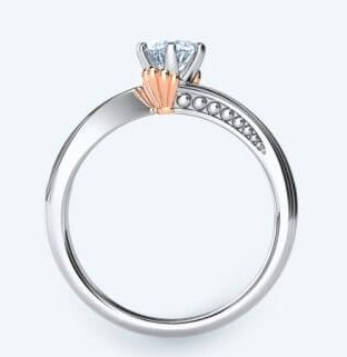 婚戒的特別就是戒指設計成流線型,像海浪的堆砌一樣,象徵自由堅定的浪漫愛情~小小的玫瑰金色貝殼在鑽石旁邊,而且有漸層的珍珠,讓婚戒看起來超精緻~
