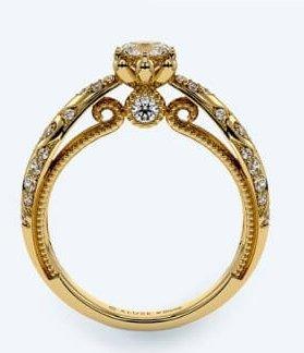 阿拉丁這一款同為金色的戒指款,不同的是這款戒指上刻有阿拉伯的圖騰,還有公主宮廷風的設計,在戒指的鑽石下還有一顆鑽石,超級閃亮高貴而且擁有異國風情的奢華瑰麗!