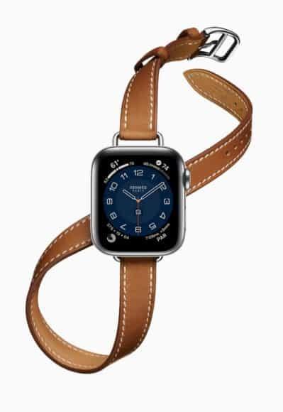 Double Tour的錶帶特長,可讓你以雙圈圍繞手腕,連接更纖細的 Attelage Double Tour 錶帶,盡顯優雅一面。Apple Watch Hermès同時推出超多繽紛新色系,令手錶成為時尚焦點