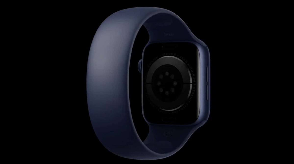 另外Apple Watch Series 6還帶來了全新「單圈錶帶」,這條新錶帶上完全沒有任何的扣環,就像手環般直接套在手腕上,佩戴超舒適!