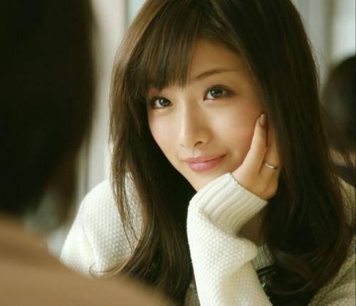 其實石原里美也曾經被討厭,她同時被封為日本「最喜愛」又「最討厭」的女星!全因在《失戀巧克力職人》一劇中,飾演了一位「小妖精」的角色,角色相當破格,要妖豔而且收復男人的角色,讓觀眾也對她的印象減分!雖然沒演小三,但是玩弄男人耍手段利用人的性格就有部分刻了在她的名字上。