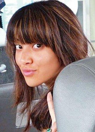 【陳凱琳】當時仍未懂化妝的她,眼袋、黑眼圈都全現形,眉毛也較稀疏,相片中的她皮膚亦明顯比現時黑很多,所以也比不少網民笑稱「似菲傭」。