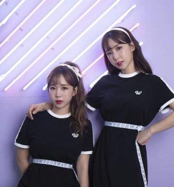 韓國女星減肥運動2前韓國女團Crayon Pop成員Way和Choa在Youtube公開6組虐腹瘦腰大法!Choa更稱自己用這個方法一個月內練出腹肌,並減肥減了7kg!她在影片中教Way進行這組運動和提出在訓練時要注意的重點,一起來跟著做吧~