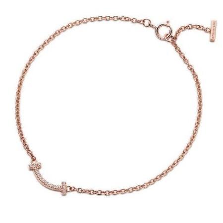 兩條18K玫瑰金鑲鑽手鍊總價值大概港幣$35000元,貴重又金光閃閃的手鍊讓人非常羨慕。林心如還坦然「小海豚」在戴上時覺得非常喜歡,而且還想拿媽媽的那條長的來戴。