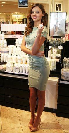 外國名模 Miranda Kerr身材好就不是新聞了,她keep fit的方法除了做瑜珈及戒糖之外,亦會經常加入藜麥餐單,例如可以把它當作主食或是混在沙律中,剛開始時也可以混白飯和藜麥各一半。