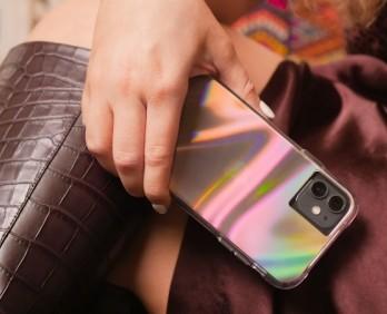 另一款比較低調美的就是這款Soap Bubble「番梘泡泡」電話殼,隨著不同的光線和有夢幻的折射~