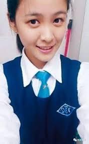 【香港女明星學生相】江嘉敏憑TVB劇集《親親我好媽》的自然亮眼演出受到關注,在學生時期的她就已經看起來很清純、五官標緻,不過這張相片眼袋大了一點~