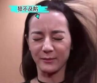 28歲的她也被指臉開始垮,隨著年齡增長兩頰欠緊緻,皺紋顯老而且臉露疲態。