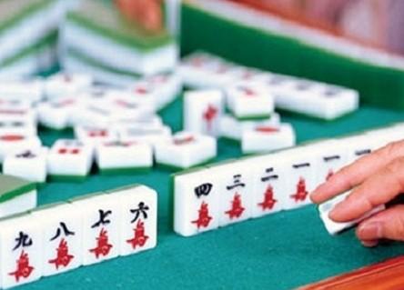 【打麻雀攻略+禁忌2021】整副牌只有同一組花色,即只可得萬子、筒子或索子,但是不可以有「東、南、西、北、中、發、白板」。