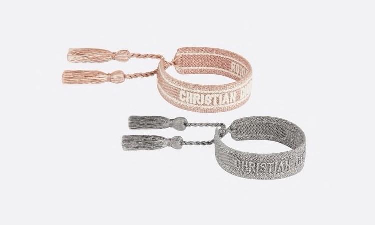 【節日名牌首飾推薦2021】手帶上印有「Christian Dior J'Adior」標誌,分別以粉紅色和金屬灰色棉編織而成