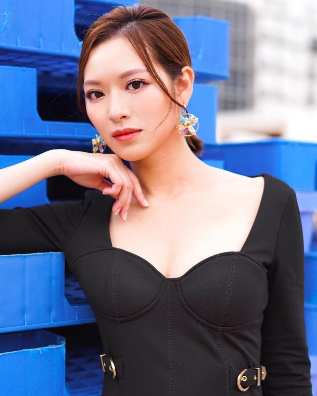 自參選香港小姐獲得冠軍出道以來,馮盈盈一直都是話題人物,