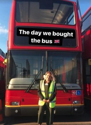 英國-情侶-住巴士-doubledecker266