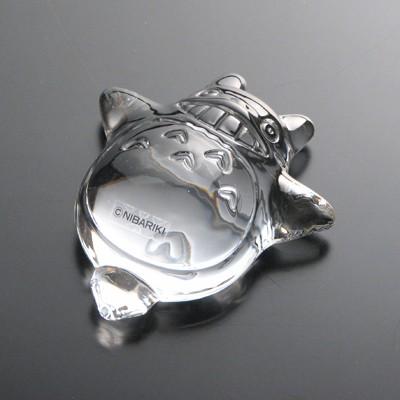 龍貓系列水晶玻璃紙鎮共有 3 款動態造型,由日本著名瓷器品牌 Noritake 製造,並首次於 Donguri Republic 香港店發售。