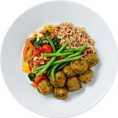 素菜丸伴藜麥、四季豆及番茄燴雜菜